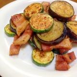 茄子とズッキーニとベーコンの炒め物