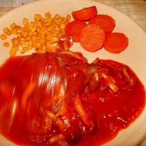 市販のハンバーグでしめじトマト煮込み♪