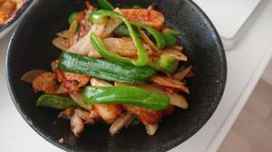 鶏皮野菜のピリから炒め
