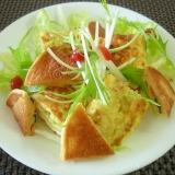 ジャコ入り卵焼きと大豆粉パンケーキのワンプレ朝食♪