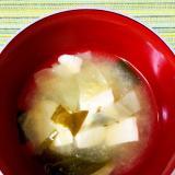 キャベツと豆腐とわかめのお味噌汁