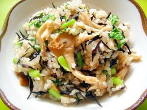 舞茸とひじきカブの葉の炒飯