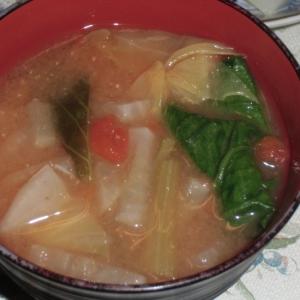 カブ使い切り野菜味噌汁