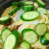 白菜とキュウリ若布のホットサラダ