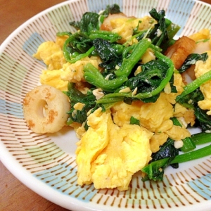 ほうれん草と竹輪と卵の炒め物
