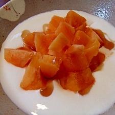 シャリシャリ!冷凍柿とメープルのヨーグルト☆