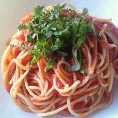 暑い夏にぴったり、冷製トマトパスタ