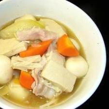 里芋と凍み豆腐の具沢山汁