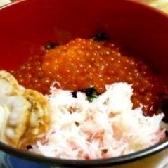 イクラたっぷり海鮮丼♪