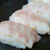 寿司屋の一番人気☆ 「エンガワの握り」