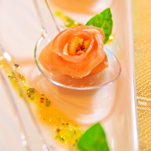 オードブルに花♬生ハムとクリームチーズのバラ♡