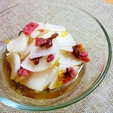 桜の塩漬けと大根の酢の物