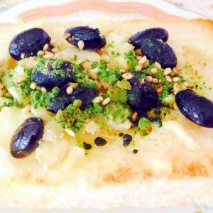 生姜ピリッと♡さつま芋と黒豆と青汁トースト