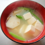 里芋と豆腐の味噌汁