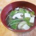 ごま油香る!豆苗と椎茸と豆腐の和風スープ