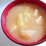 豆腐と春きゃべつと新玉ねぎの味噌汁