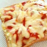 千切りキャベツとベーコンのピザトースト