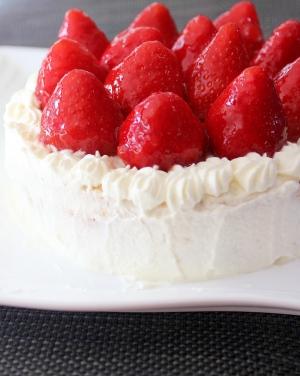 苺グレイズで☆きらきら苺のバースデーケーキ