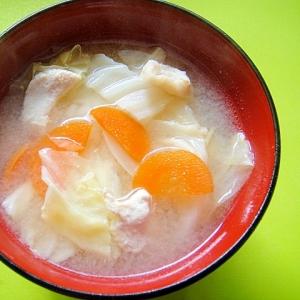 キャベツとニンジン鶏むね肉の味噌汁
