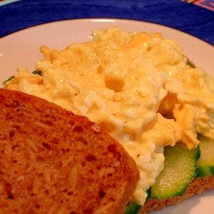 レンジで簡単♪卵ときゅうりのサンドイッチ