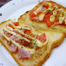 簡単おつまみ!トマトとまぐろのガーリックトースト