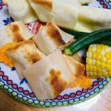 はんぺんとチーズを餃子の皮で巻き巻き