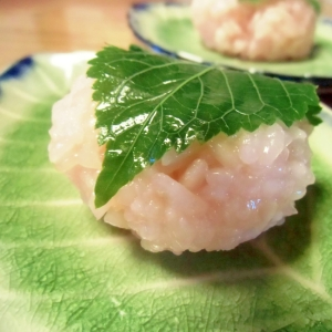 もち米で作る桜餅