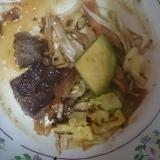 牛カルビとアボカド野菜炒め