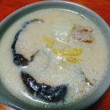 椎茸と豚肉の豆乳鍋