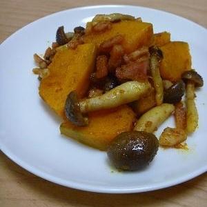 お弁当に◎かぼちゃとしめじとベーコンのカレー炒め