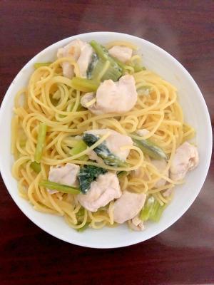 小松菜と胸鶏肉のチーズクリームパスタ