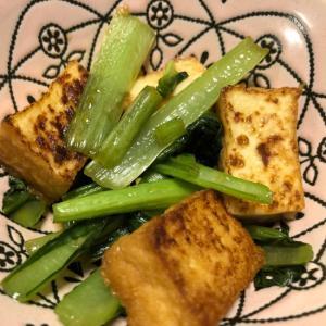 副菜にもおつまみにも♪厚揚げと小松菜の簡単醤油炒め