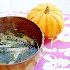 ほっとするお味噌汁(大根・わかめ入り)