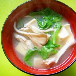 豆腐と舞茸つる菜の味噌汁