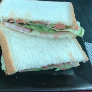 食パンでBLTサンド♪