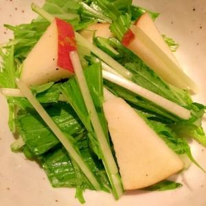 水菜とリンゴのシャキシャキサラダ♪