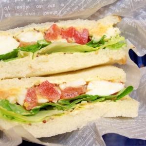トマトとたまごのサンドイッチ