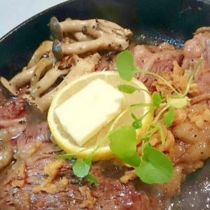 レモンバターの牛ステーキ