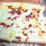 おかずラー油チーズトースト