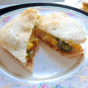 漬け物でコリコリ食感☆卵のサンドウィッチ