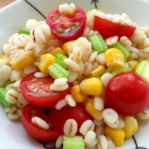 ダイエット♪押麦とセロリ、コーン、トマトのサラダ♪