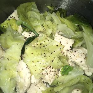 塩レモンが爽やかな鶏胸肉のキャベツ蒸し