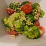 ブロッコリーとツナとトマトのサラダ
