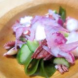 蛸と生わかめと胡瓜と紫玉葱サラダグリル