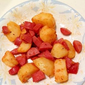 ジャガイモとソーセージのケチャップ炒め