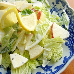 りんごと白菜の葉でサラダ