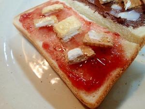 苺ジャムとビスコと蜂蜜のトースト