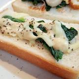 タルタルで ほうれん草とチーズのスパイシートースト
