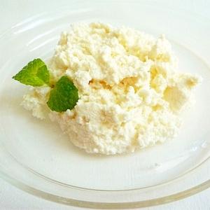 牛乳とレモン果汁で カッテージチーズ
