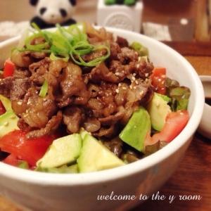 簡単‼︎ 焼き肉アボカド丼♪